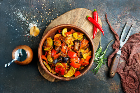 baked vegetables in bowl on a table Banque d'images
