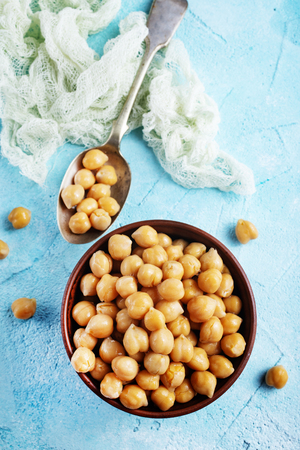 Boiled chickpeas in bow. Vegetarian cuisine from legumes Banque d'images