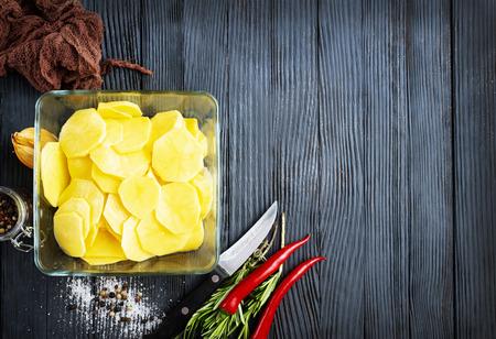 Raw potato prepare for cooking, Fresh organic golden potatoes. 스톡 콘텐츠