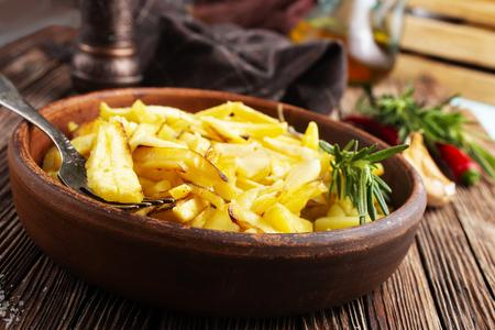 fried potato in bowl, fried potato with rosemary