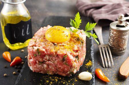 fresh tartar with spice and yolk, meat tartar Stockfoto