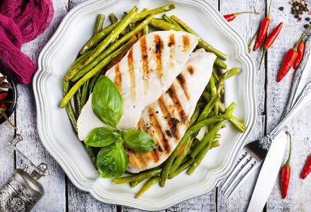 chicken breast grilled with green beans and spice Stockfoto