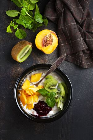 oat flakes with fresh fruits and fresh fruits