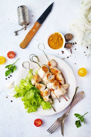 chicken kebab on plate on a table Stockfoto