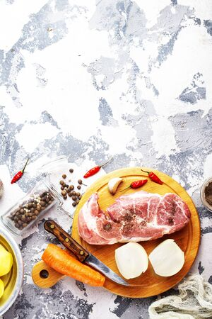raw meat with fresh vegetables on board Stockfoto