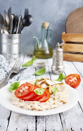 pasta with baked chicken and fresh tomato