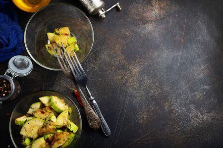 gefrituurde courgette met zout en kruiden