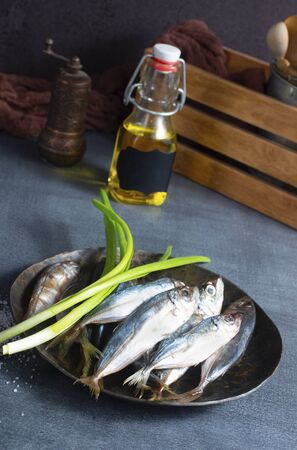 preparation of raw smelt fish,  raw smelt fish on plate Foto de archivo