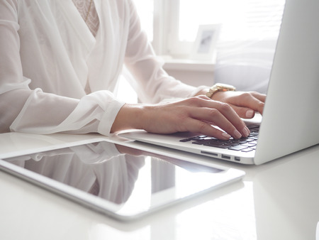 homeoffice: Woman typing on her laptop at homeoffice