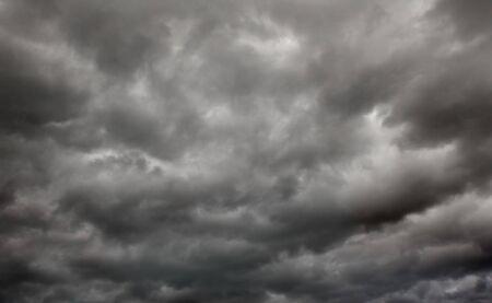 schweren Sturm schwarz stürmischen Wolken