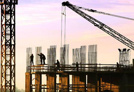 cantieri edili: Silhouette dei lavoratori edili Archivio Fotografico