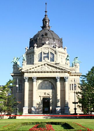 szechenyi: El famoso Szechenyi (Szechenyi) termal ba�os, spa y piscina en Budapest, Hungr�a