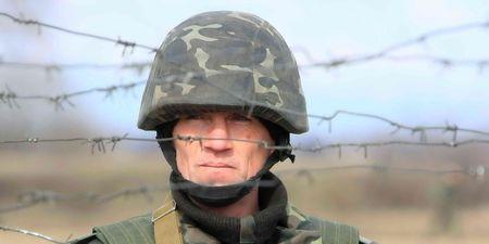 batallon: Soldado del batall�n pacificador de polaco-ucraniana de UkrPolBat durante los ejercicios militares en Velykopolovetsk hab�a combinado armas formaci�n �rea en Kiev el 13 de marzo de 2008. Ucrania  Editorial