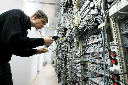 administrador de empresas: KYIV, Ucrania - 16 de NOV: Trabajadores en compa��a de centro de datos de Volia durante el d�a de puertas abiertas en Kiev, Ucrania, el 16 de noviembre de 2007  Editorial