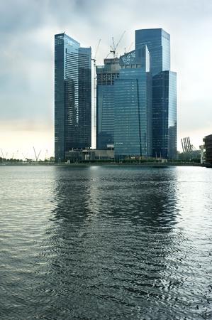 Actividad de la construcción en el centro de negocios de Singapur Foto de archivo