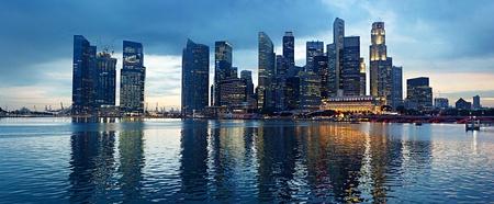 городской пейзаж: Панорама Сингапура в прекрасный вечер Фото со стока