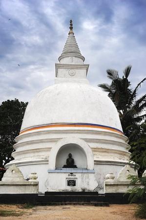 buddhist stupa: Buddhist Stupa in Sri Lanka