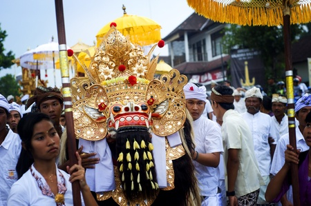 national cultures: Ubud, Bali island, Indonesia - April, 29, 2011: Unidentified local people wearing in traditional indonesian clothes take part in Wayang Ceng Blonk ceremony .