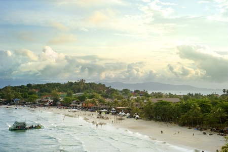 Haad Rin   is a peninsular beach area and town on the southern tip of Kohphangan . The famous Full Moon Party takes place on Sunrise Beach each month. Stock Photo - 10980032