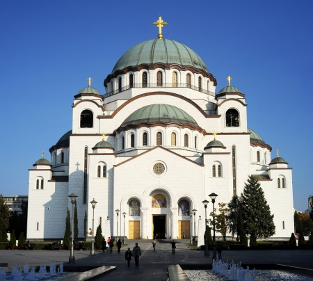 sveti: BEOGRAD, SERBIA - OCTOBER 28: The Cathedral of Saint Sava or Saint Sava Temple  on October 28 in  Beograde. Saint Sava Temple is an Orthodox church, the largest in the Balkans, and one of the 10 largest church buildings in the world