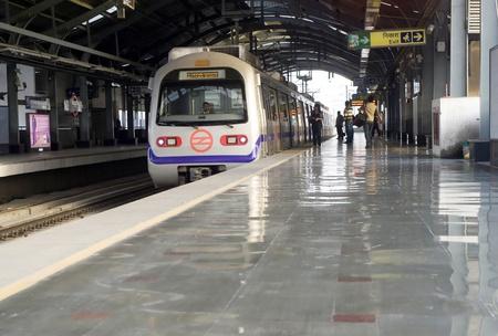 Delhi, Inde - Mars 03 2012: la station de métro de Delhi à Delhi. Delhi Metro réseau se compose de six lignes d'une longueur totale de 189.63 kilomètres (117,83 km) avec 142 stations