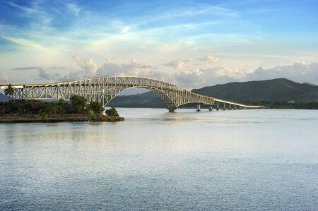 moderne br�cke: Die San Juanico Bridge, von Samar anzuzeigen, auf Leyte. Philippinen Lizenzfreie Bilder