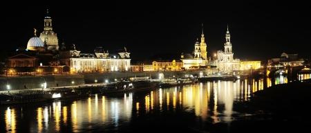 Panorama von Dresden bei Nacht Dresden als Elbflorenz in Deutsch bekannt