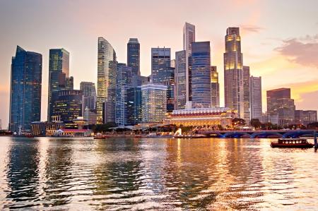 Skyline di Singapore di un bel tramonto