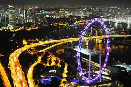 expressway: Aerial view on Singapore Flyer - the Largest Ferris Wheel in the World  Stock Photo