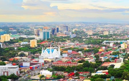세부 도시의 파노라마입니다. 세부는 필리핀 두 번째로 큰 대도시 센터와 주요 국내 배송 포트입니다.