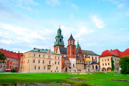polska monument: View of a Wawel Castle at colorful dusk in Krakow, Poland