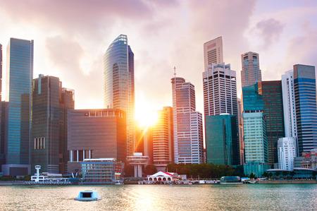 カラフルなシンガポール ダウンタウン コア夕暮れ時