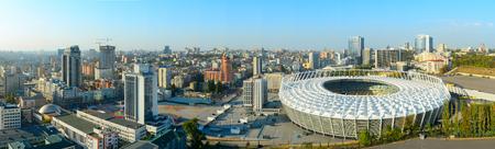 Panorama von Kiew mit Stadion im Vordergrund. Ukraine