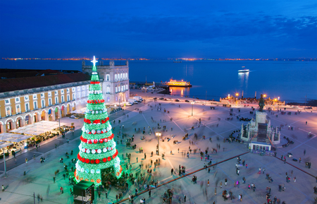 Christmas tree on Commerce square at twilight in Lisbon, Portugal Standard-Bild