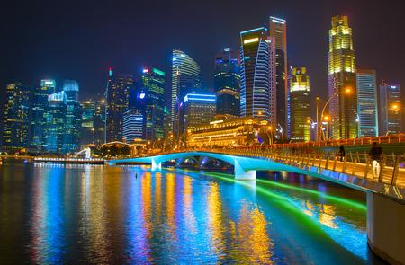 シンガポール ダウンタウン夜川に反映 写真素材