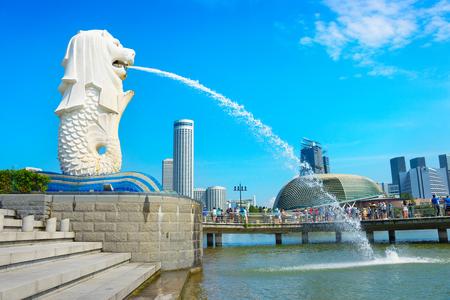 Singapour - 15 janvier 2017: célèbre fontaine Merlion. Fontaine de Singapour considérée comme un symbole de Singapour.
