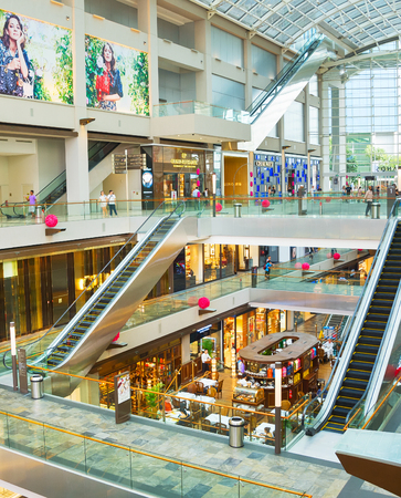 SINGAPORE - JANUARY 16, 2017: Shopping mall at Marina Bay Sands Resort in Singapore. It is billed as the worlds most expensive standalone casino property at S$8 billion 報道画像