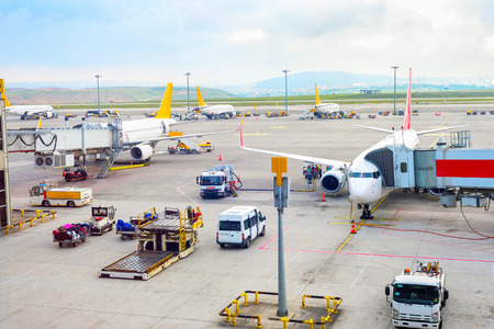 Aerial view of Istanbul International Airport airfield with planes, gangways, trucks and service equipment, Turkey Banco de Imagens