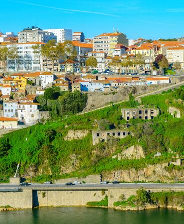 View of Porto architecure by Douro river in bright sunny day, Portugal Stockfoto