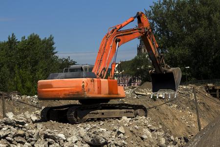 heavy machinery: demolici�n de la maquinaria pesada puente viejo