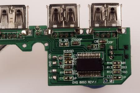 componentes: componentes electr�nicos sobre una placa de circuito impreso