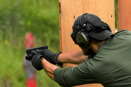 la pratique de tir de la police à un champ de tir