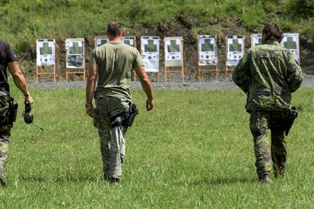 De politie schietoefeningen op een schietbaan