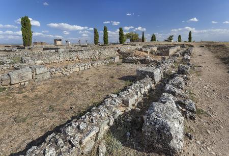 Roman ruins in Colonia Clunia Sulpicia, Spain Imagens - 95351463