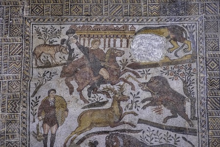 Hunters and animal on the mosaic from roman town Cuicul Redactioneel