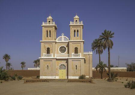 Christian church in desert at El Menia, Algeria 免版税图像