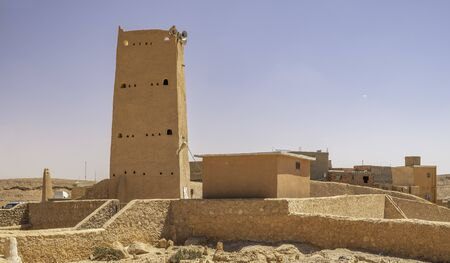 Tower on the top of medieval town Beni Isguen in province Ghardaia, Algeria 免版税图像