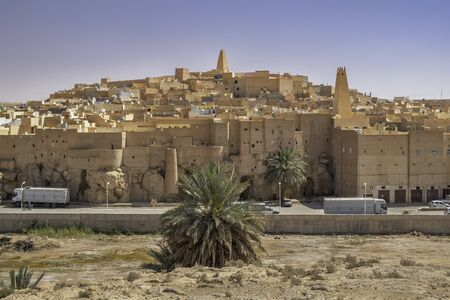 Ksar Bounoura, one of the five cities making up what is referred to as the M'Zab Pentapolis, Algeria 免版税图像