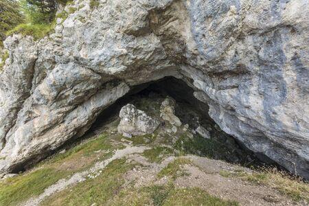 Mountain Entrance of the famous paleolithic cave Potocka zijalka on the mountain Olseva, Slovenia 免版税图像
