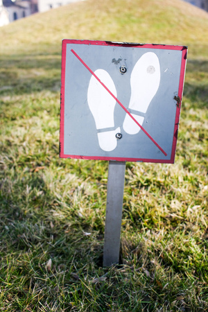 dont walk: Dont walk on the grass sign on a crooked pole